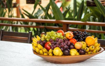 ¿Qué te aporta la fruta según su color?